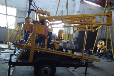 拖拉式钻井机